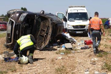 Trasladado al CHN en helicóptero tras una colisión frontal entre un camión y un turismo en Cadreita
