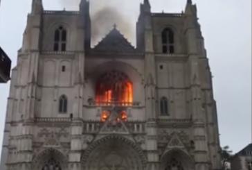 """Los Bomberos, que creen fue provocado, dan por """"controlado"""" el incendio de la Catedral de Nantes"""
