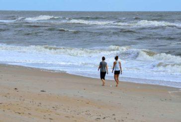 Andalucía impone las mascarillas también durante el paseo en las playas