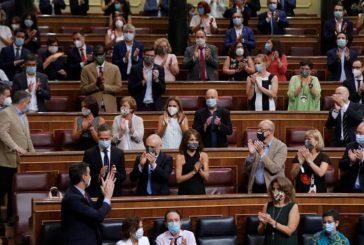 Críticas al PSOE por llenar su bancada en el Congreso y no guardar la distancia de seguridad