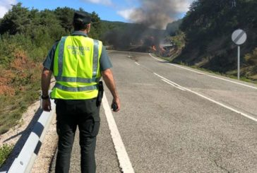 Abierta la vía cortada por el incendio de un camión a la altura de Nagore