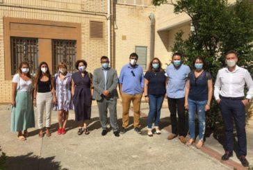 Remírez y Maeztu visitan el centro de Marcilla que alojará a MENAS que den positivo en COVID-19