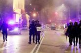 Contenedores quemados y piedras a la policía, en las protestas del Gamonal en Burgos contra las restricciones