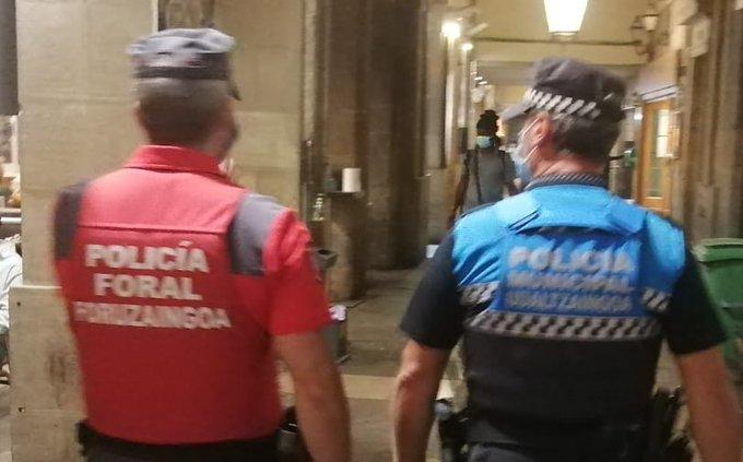 Denunciadas en Pamplona 8 personas por botellón y 7 por organizar una fiesta en un domicilio
