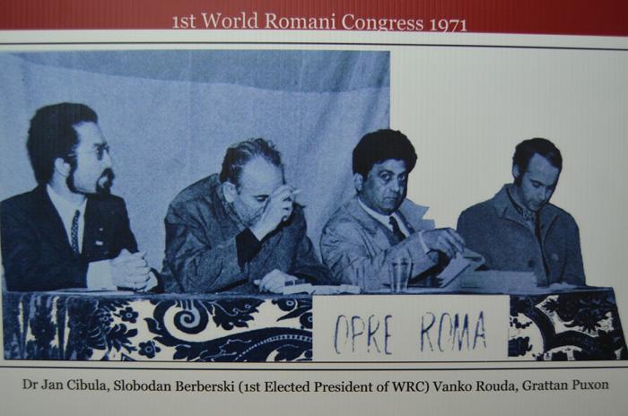 "Día mundial de la lengua romaní ""Amari tchib"""