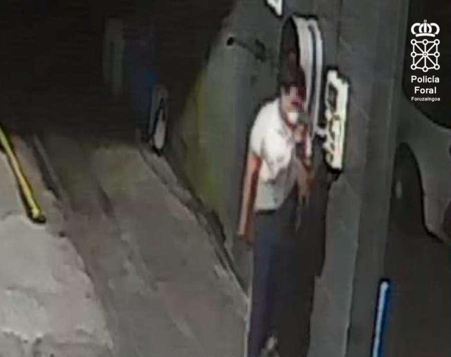 Detenido tras robar de madrugada en un concesionario de coches en Pamplona