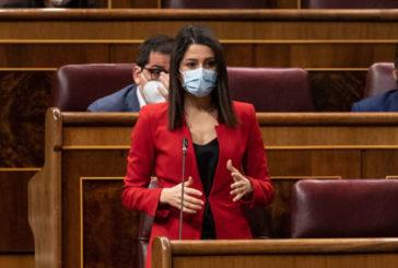 """Arrimadas a Sánchez: """"Es usted quien ha dado tanto poder a los partidos radicales y separatistas y el único que puede frenar esta deriva"""""""