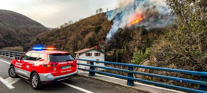 El incendio de Bera y Lesaka se encuentra estabilizado pero aun no está controlado