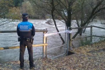 Cerradas las pasarelas del Club Natación por aumento de caudal de agua