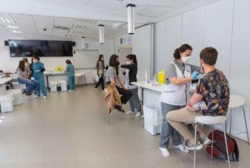 Más de 1.400 estudiantes de la Universidad de Navarra reciben la vacuna de AstraZeneca