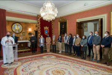 El Ángel de Aralar realiza su tradicional visita al Ayuntamiento de Pamplona