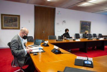 El Parlamento foral propone establecer un mínimo de 300 metros entre centros educativos y casas de apuestas