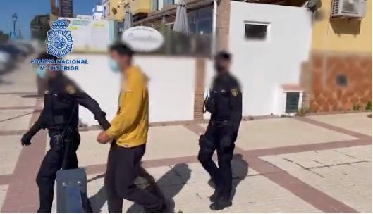 La Policía Nacional detiene a un presunto pederasta por engañar y agredir sexualmente a una menor de edad