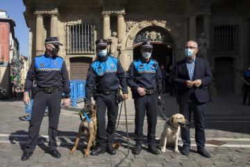 La Unidad Canina de la Policía Municipal de Pamplona triplica este año las actas de aprehensión de drogas