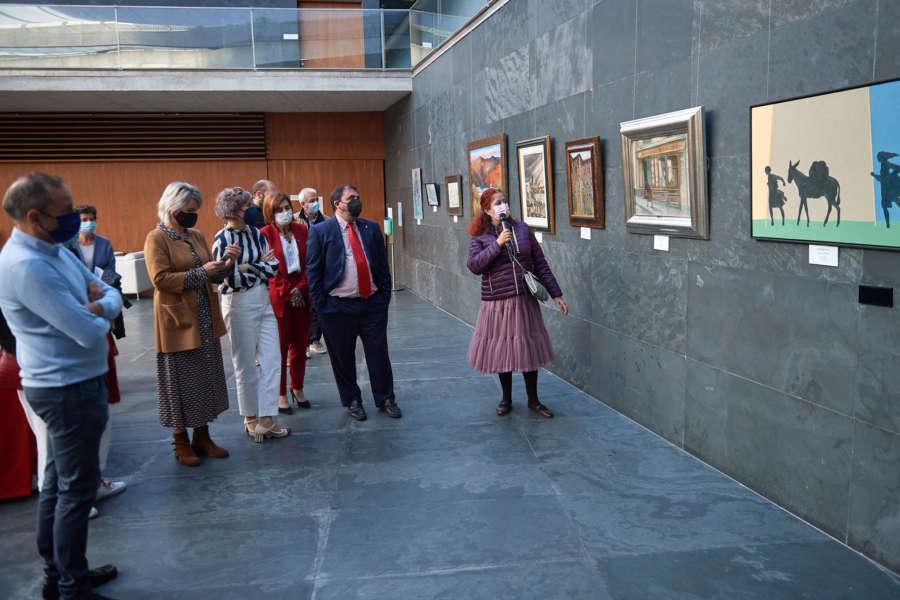 'Una mirada de los artistas navarros al conocimiento del Camino' en el Parlamento